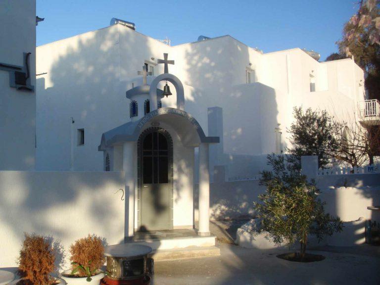 Νησιώτικο εκκλησάκι στην Πάρο